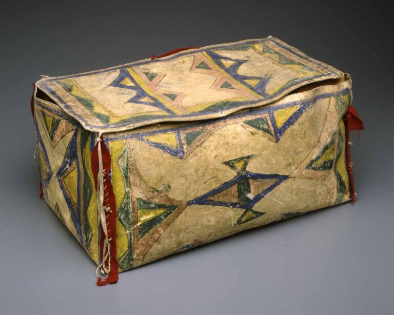 Krabice kmene Lakota. Splendid Heritage.
