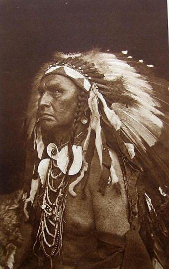 Honí ho běloch. Vraní zvěd, který se zúčastnil bitvy na Little Big Hornu na straně sedmé kavalerie.